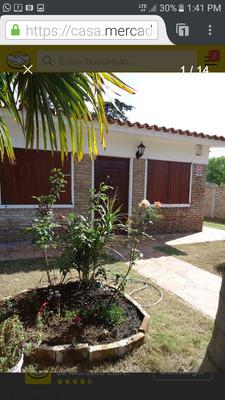 Casa Con Piscina En Villa Argentina