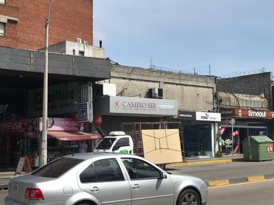 Local Comercial En Alquiler En Agraciada Y Mariano Sagasta, Excelente Ubicación.