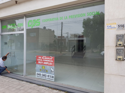 Local Comercial Frente A 1 Cuadra De La Plaza - Impecable!!!