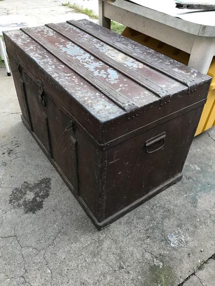 Gran Baúl Antiguo De Metal Imitando Madera De Calidad