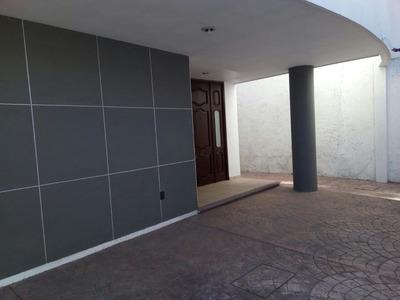 Rento Amplia Casa Minimalista En El Centro De Querétaro