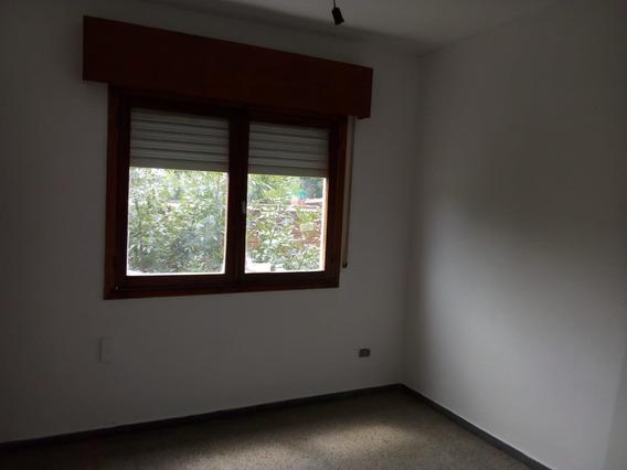 Apto (ed. Neelpri) Con Dos Dormitorios Y Un Baño.