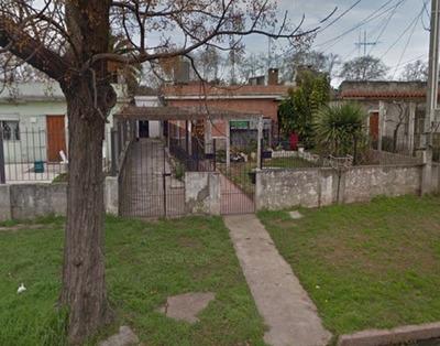 Casa 2 Dormitorios Y Dos Apartamentos, En Manga. Cód 187