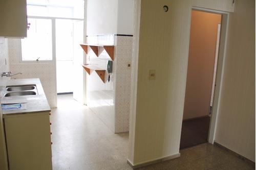 a metros de rambla de pocitos. 2 dormitorios y gge.