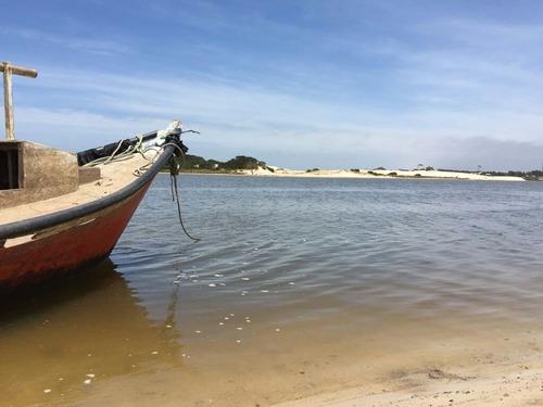 a pasitos del mar ,tan solo 50m, hermoso lugar para el desca