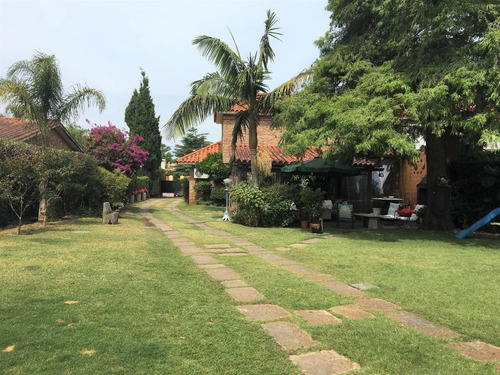 a pasos de tajes, ideal 2 familias. impecable, gran jardin