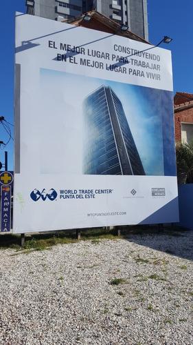 a pasos de world trade center punta del este