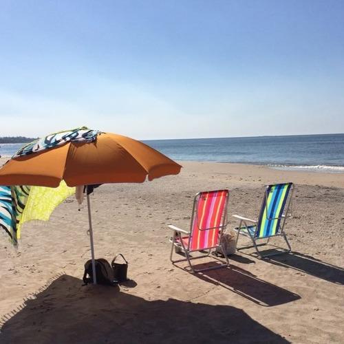 a una cuadra de la playa/con aire acondicionado