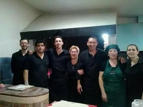 a y d servicio de pizzetas y chivitos  a la parrilla