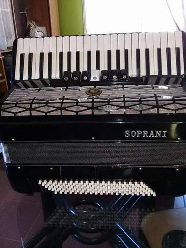 acordeon a piano 120 bajos y 9 registros en muy buen estado