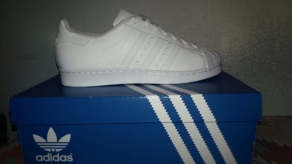 purchase cheap 6ac4d 9d333 adidas Superstar 40
