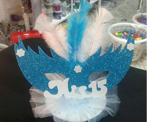 adorno de torta o centro de mesa con plumas
