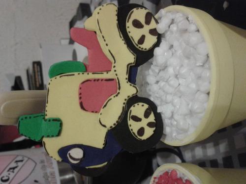 adornos o centro de mesa vaso con tractor