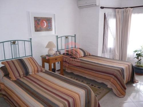 alquila chalet tres dormitorios , dos baños y dependencia de servicio - ref: 173