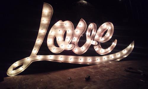 alquiler de letras luminosas vintage chapa y madera!