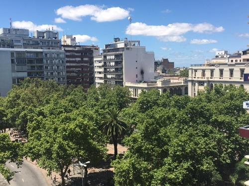 alquiler de oficina en el centro frente a plaza cagancha.-