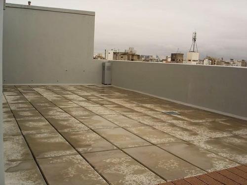 alquiler monoambiente con terraza al frente.