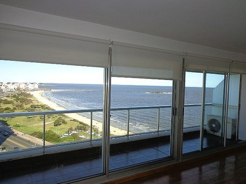 alquiler  penthouse en malvin frente al mar