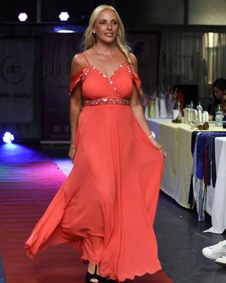 e01a6891ffe0 Alquiler Y Venta De Vestidos De Fiesta Capita Rosa