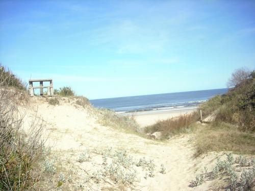 alquilo bungalow en sierra del mar a media cuadra del mar