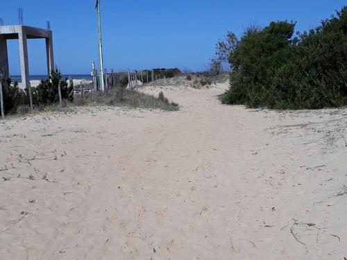 alquilo cabaña en punta rubia a 50 mts del océano.