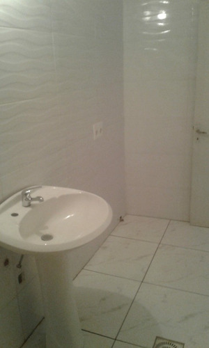 alquilo casa 2 dorm  rosseau 3760 esq serrato comedor baño c