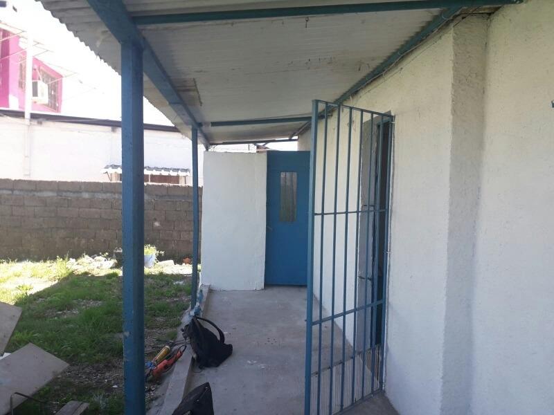 alquilo casa de 2 dormitorios, cocina , baño y patio