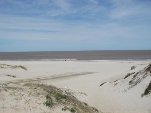alquilo casa en balneario las toscas a metros de la playa.