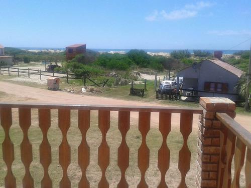 alquilo casa en barra del chuy a 50m de la playa