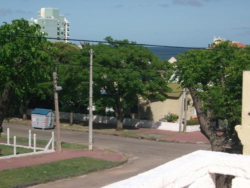 alquilo casa pta  alta  a 2 y1/2 de playa y del hotel colon