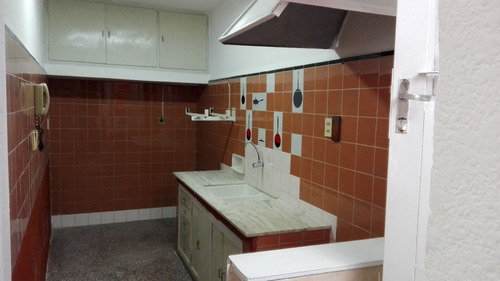 amplia casa! gran azotea c/ parrillero. opción 3 dormitorios