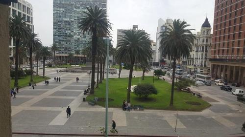 amplia oficina frente a plaza independencia
