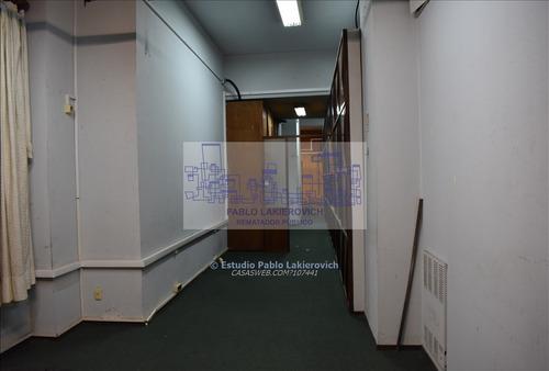 amplia oficina. gran planta en el centro