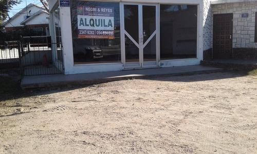 amplio local en playa pascual av rio de la plata p 7