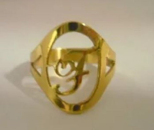 anel de letra ouro 10k  amarelo ou rose
