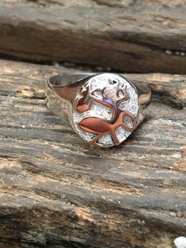 anillo de sello personalizado hormiguita viajera plata y oro