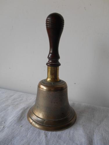 antigua campana de bronce con mango madera