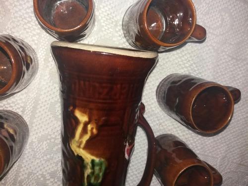 antigua jarra de cerveza  sellada con sus jarritas