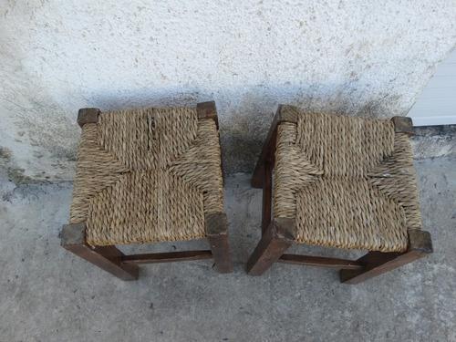 antiguas banquetas en madera y cardo