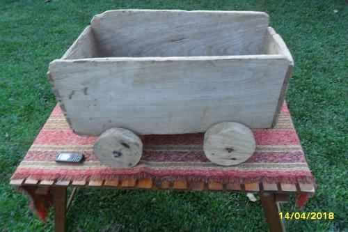 antiguo carro carrito madera con ruedas casero rústico
