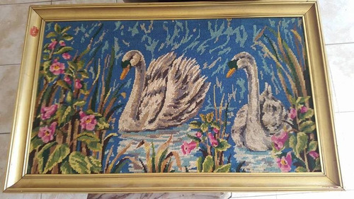 antiguo cuadro de cisnes bordado