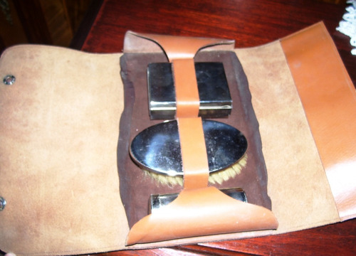 antiguo neceser de cuero con cepillo y accesorios