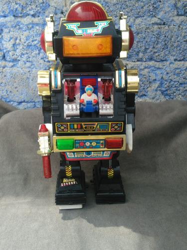 antiguo robot de los años 80s