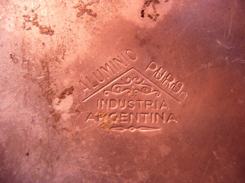 antiguo tarro de aluminio y vidrio