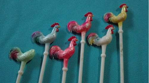 antiguos pinchos para copetin en plastico gallo