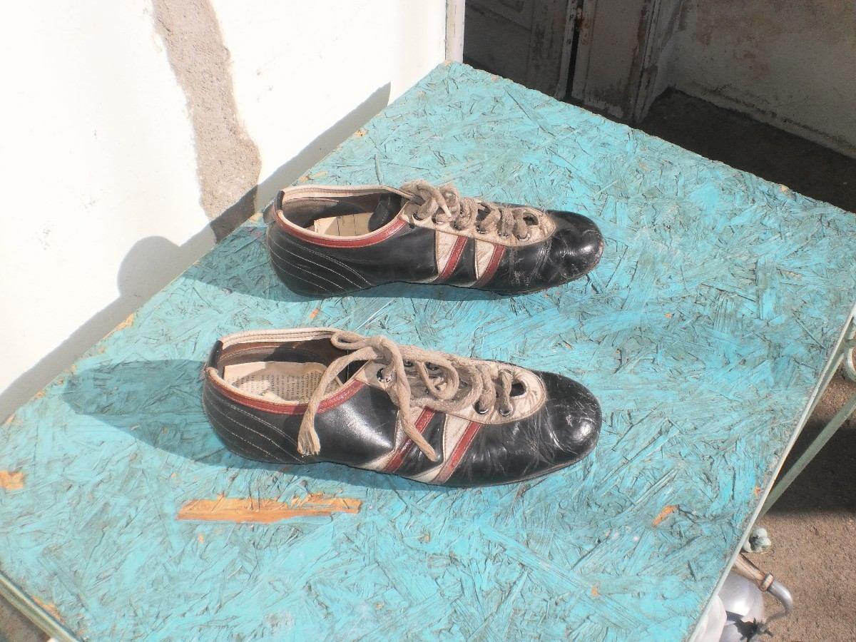 da4f16ea124c9 antiguos zapatos de futbol-impecables-de coleccion. Cargando zoom.