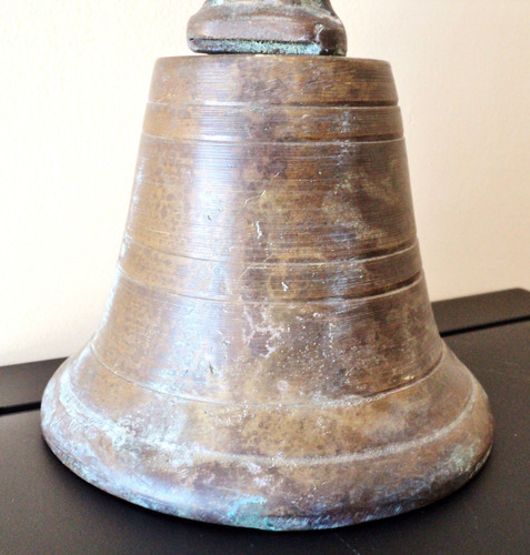 antiquísima campana en bronce macizo labrada como ya no hay