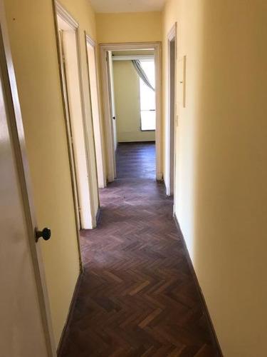 apartamento 3 dormitorios en tres cruces. excelente estado