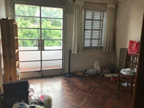 apartamento al frente, muy buena planta, edificio de buena construcción.