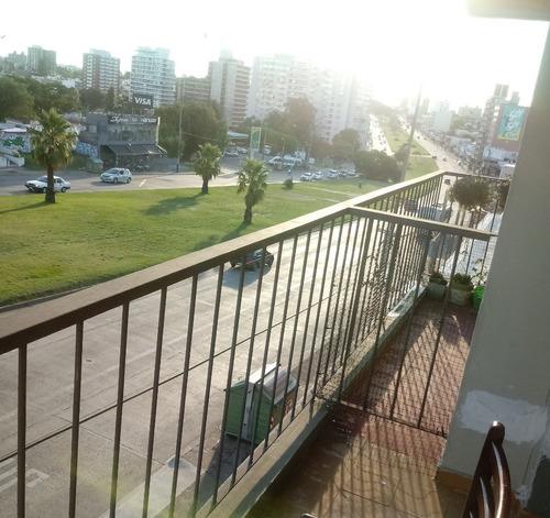 apartamento amoblado y con balcon en malvin